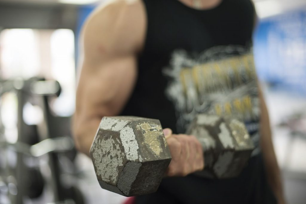 Guy lifting dumbbells