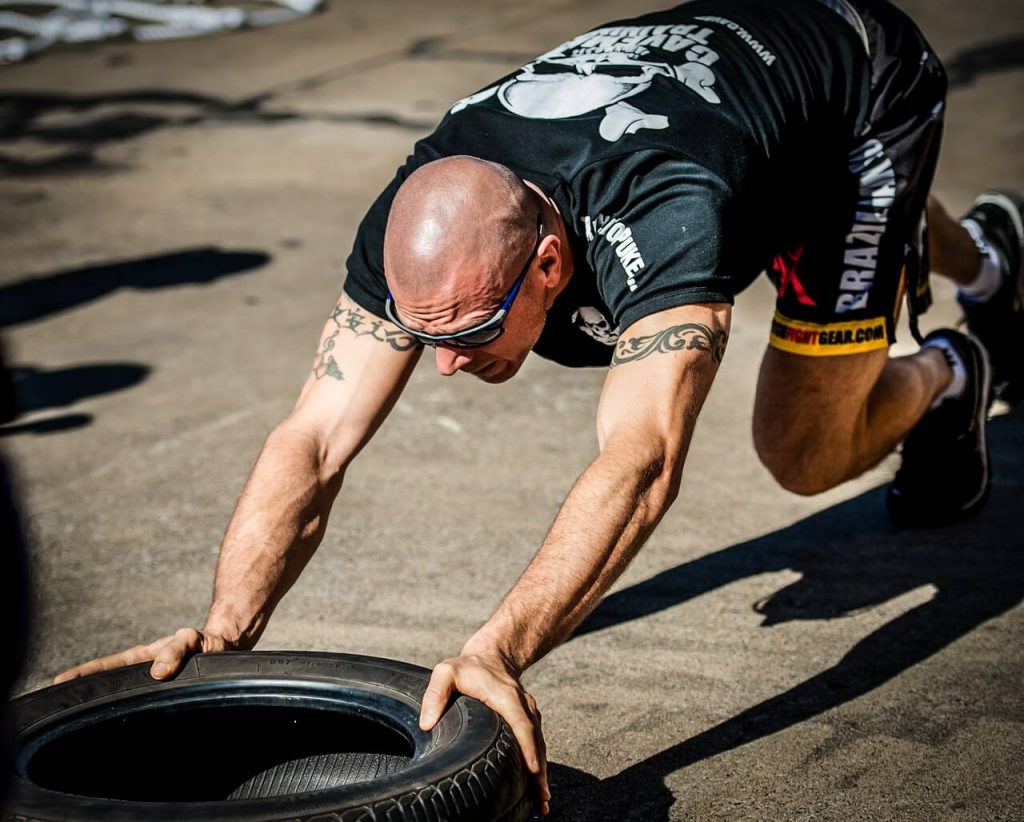 crossfit workout tyre push