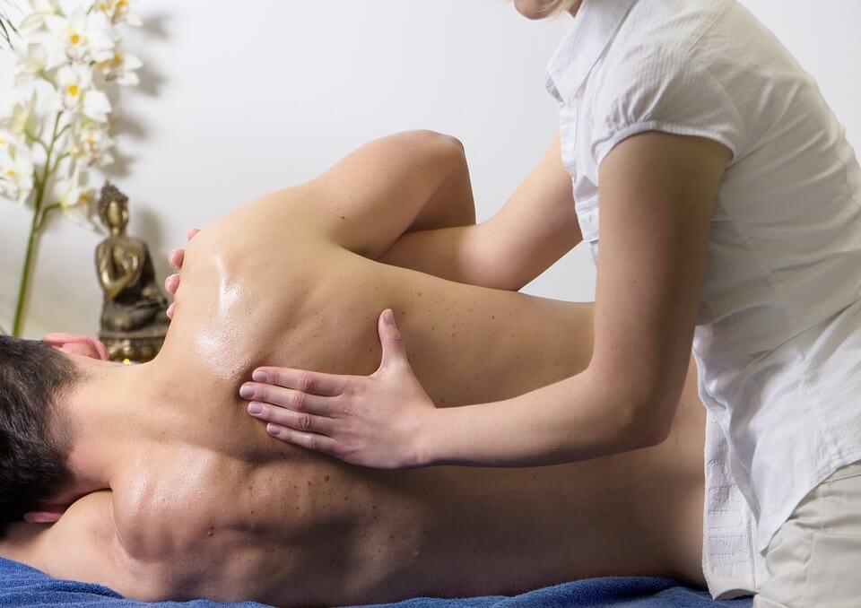 massage mans back