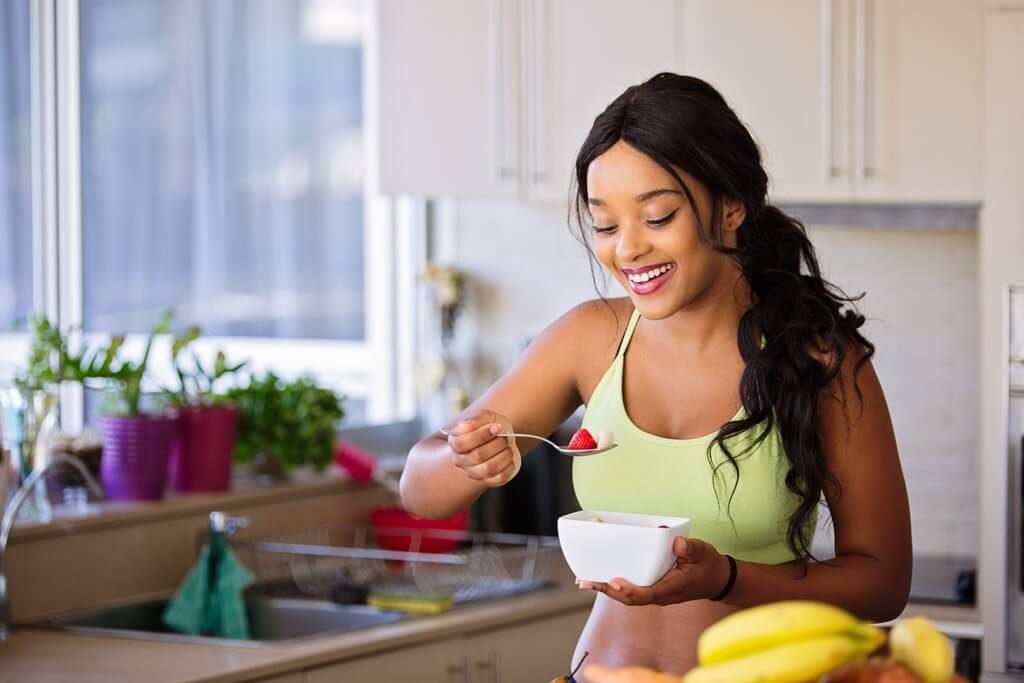 woman eating healthy breakfast