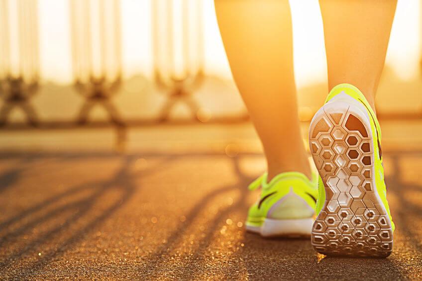 runner woman wearing racing flat shoes